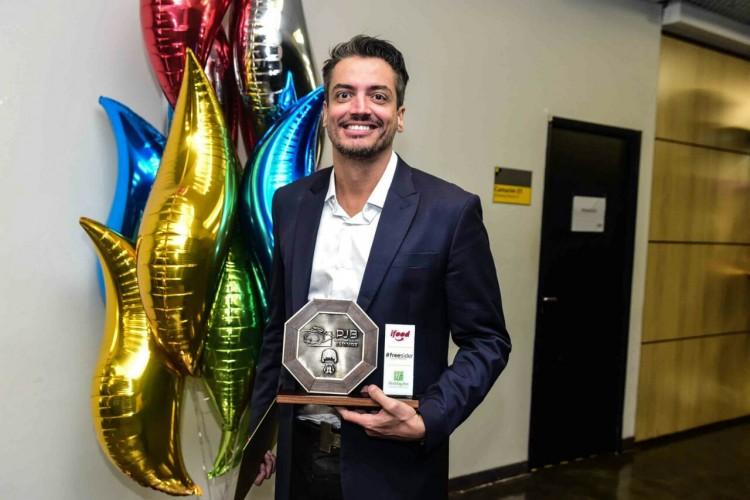 O colunista Leo Dias na cerimônia do Prêmio Jovem, em setembro de 2016 (Foto Divulgação)